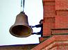 На звонницу сельского Вознесенского храма Саратовской епархии подняты колокола, изготовленные в Каменске-Уральском