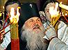 Благодатный Огонь доставлен на уральскую землю, в храмах которой состоялись многолюдные Пасхальные службы