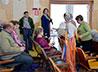 Школьники храма на Семи Ключах навестили престарелых и инвалидов