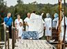 Жители города Лесного приняли таинство Крещения в открытом водоеме
