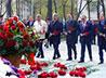 В честь 465-летия Сухопутных войск ВС РФ в Екатеринбурге возложили цветы к памятнику маршалу Жукову