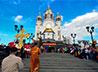 Екатеринбуржцы прошли по городским улицам Пасхальным крестным ходом