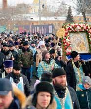 Восемь тысяч человек приняло участие в общегородском крестном ходе в праздник Казанской иконы Божией Матери - День народного единства