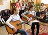 Серовские школьники порадовали инвалидов Дома престарелых позитивным концертом