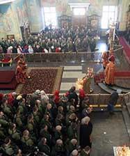 В канун Дня Победы в Свято-Троицком кафедральном соборе состоялась традиционная архиерейская литургия с участием военнослужащих