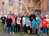 Жители Екатеринбурга помогли очистить от мусора старинную сельскую церковь
