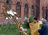 В поселке Вятчино были освящены и установлены на строящийся Покровский храм купола и кресты