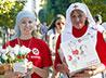 Волонтеры службы милосердия вышли на улицы Екатеринбурга с белыми цветами
