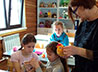 Жители Нижней Туры готовятся к Пасхе вместе со своими детьми