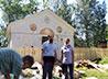 Жители поселка Левиха получили гуманитарную поддержку