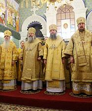 Сонм архиереев совершил Божественную литургию в Храме-Памятнике на Крови