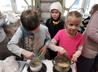 В приходском музее народной культуры устроили мастер-класс по приготовлению леденцов