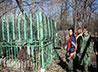 Активисты православного движения «Верим. Действуем» благоустроили захоронения на городских кладбищах