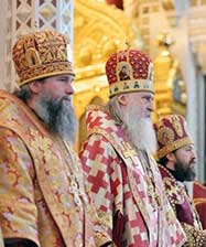 Митрополит Евгений принял участие в Патриаршей Божественной литургии в Храме Христа Спасителя в день открытия Международных образовательных чтений