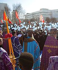 Молебен Торжества православия у Театра драмы собрал более 8 тысяч человек