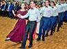 На рождественском балу в г. Лесном старшеклассники танцевали гавот, котильон и полонез