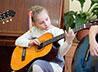 В Александро-Невском храме взрослых и детей обучат игре на струнных инструментах