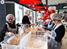 Служба милосердия провела одновременные фасовки «Народных обедов» в сети ресторанов KFC