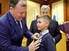 Сысертских подростков наградили медалью «За спасение жизни»