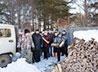 Традиционную акцию «Тепло всем» провели для малоимущих каменцев в Артемовском