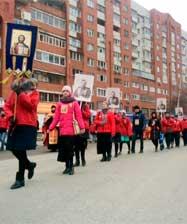 Свыше полутора тысяч человек прошли малым крестным ходом в день 100-летия прибытия Государя в Екатеринбург