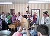 С появлением нового храма жители п. Старые Решёты принимают святое таинство Крещения