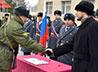 Духовник воинской части в г. Лесном благословил военнослужащих на принятии присяги