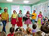 Поющие клоуны возвращают маленьким пациентам радость детства