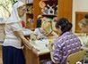 Сестра милосердия помогает маленьким пациентам психбольницы найти опору в жизни