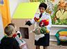Сотрудники ИК-16 передали социальным сиротам носочки, варежки и игрушки