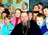 Ученики православной школы Заречного вручают неимущим подарки к Николину дню