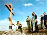 На пожертвования благотворителей в Махнево установлен крест на могиле заведующего земским училищем А.И.Мартынова