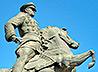 Глава Екатеринбургской митрополии возложил цветы к памятнику Георгию Жукову