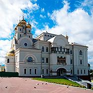 Архиепископ Викентий совершил молебен Святителю Николаю Чудотворцу на Патриаршем подворье Храма-на-Крови