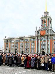 На главной площади Екатеринбурга в течение пяти лет продолжаются регулярные богослужения