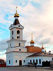 В честь 15-летия возвращения верующим Свято-Троицкой церкви на Шарташе здесь состоялось Архиерейское богослужение