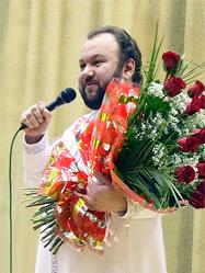 С огромным успехом прошел в Екатеринбурге концерт архимандрита Гермогена (Еремеева) «Поклонимся великим тем годам»