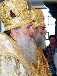 Митрополит Тимофей и архиепископ Викентий совершили Божественную литургию в екатеринбургском Храме-на-Крови