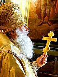 Архиепископ Викентий совершил Литургию в артемовском храме и освятил здание городской администрации