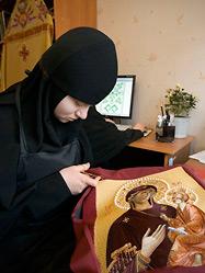Сестры Ново-Тихвинской обители обогатили древнее искусство вышивки современными технологиями