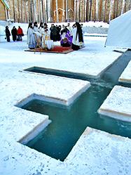 Архиепископ Викентий освятил пруд в обители на Ганиной яме
